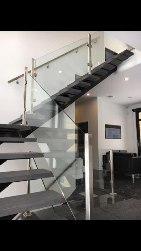 rampe d'escalier en verre, garde-corps de verre trempé