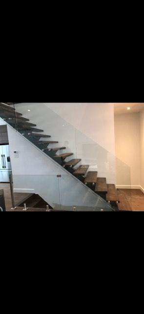 Rampes d'escalier et garde-corps d'escaliers en verre trempé rive-sud de montréal